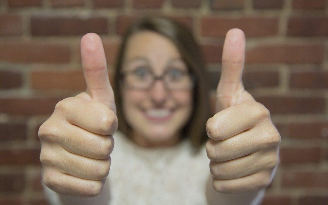 Håndtegn kan gøre dig til en bedre deltager i online møder