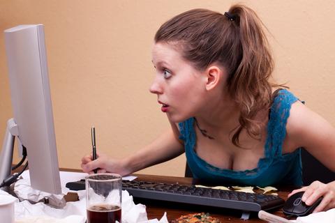 Test dig selv: er du en af de kvinder, der deler for mange konkurrencer på Facebook