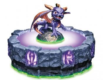 Spyro - Dragefiguren, der var den oprindelige karakter i spillet, der nu er blevet til Skylanders. Der er 37 plasticfigurer til spillet Skylanders